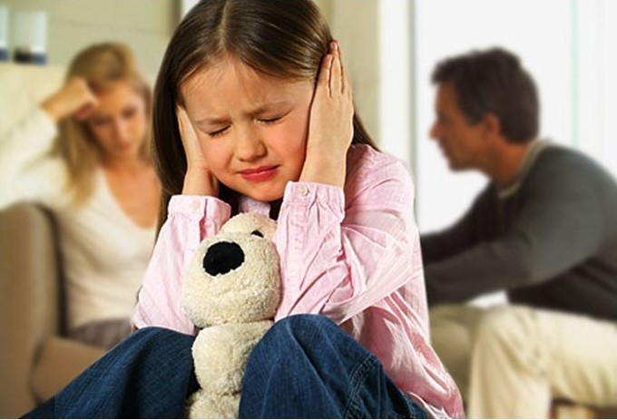 Mediul familial conflictual: factor de risc pentru dezvoltarea creierului la copii